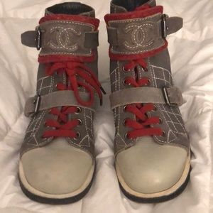 CHANEL RARE EUC ARMY GREEN /RED BOOTS